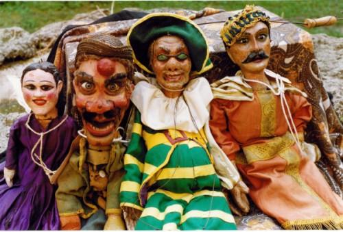 gruppo-di-burattini-e-marionette.jpg